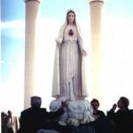 La estatua de la Virgen de la Roccia en Borrello