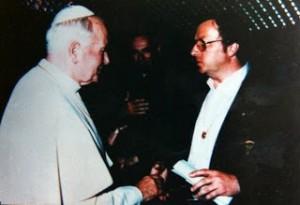 PAPA JUAN PABLO II RECIBE CARTA DE EUGENIO SIRAGUSA.02