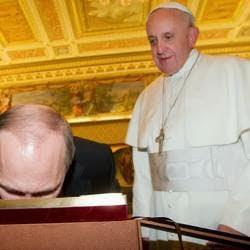 Putin bacia la Madonnina di Vladimir alla presenza di Papa Bergoglio