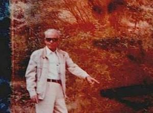 Eugenio mostra il luogo dell'incontro avvenuto la prima volta con gli extaterrestri sull'Etna
