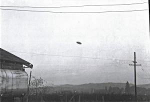 Sono sempre Presenti nei cieli di tutto il mondo                                           Paul Trent May 11, 1950, McMinville, Oregon